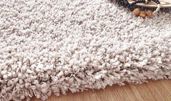 Weißer Teppichboden